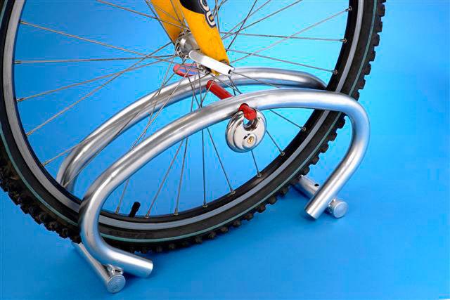 Parking 1 bici con candado incorporado tiendas ibi for Soporte para bicicletas suelo